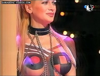 Busty Paula Volpe painted boobs video